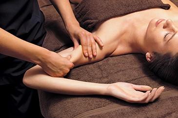 Massage des bras et des mains