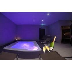 Espace privatif en Duo 1h30 ( Accès au sauna, hammam et jacuzzi) + 2 coupes de champagne offertes